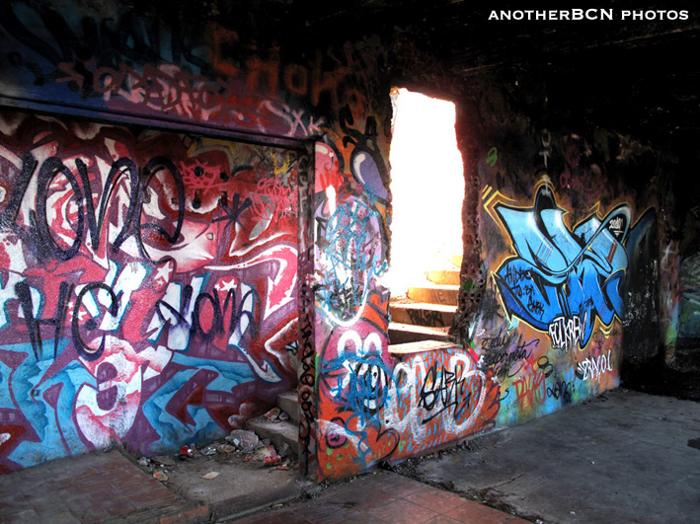 bunker carmel barcelona graffitis
