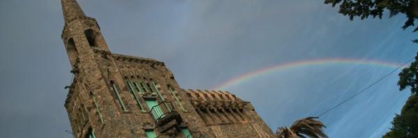 Arcoiris en la Torre Bellesgurad de Gaudí