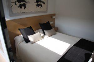 dormitorio-cama-atico-barcelona